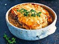 Рецепта Лучена супа със сирене пармезан